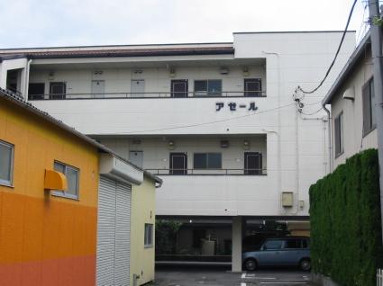 山梨県甲斐市、竜王駅徒歩45分の築21年 3階建の賃貸アパート