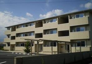 山梨県中巨摩郡昭和町、国母駅徒歩27分の築6年 3階建の賃貸アパート