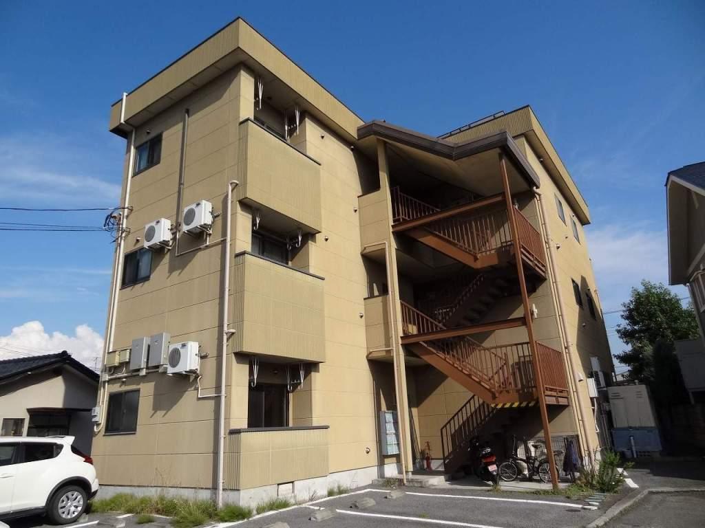 山梨県甲斐市の築14年 3階建の賃貸アパート