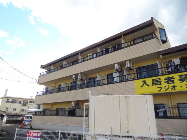山梨県甲府市、甲府駅徒歩21分の築22年 3階建の賃貸マンション