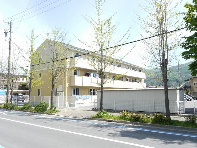 長野県諏訪市、茅野駅アルピコ交通バス6分四賀神戸下車後徒歩11分の築4年 3階建の賃貸アパート