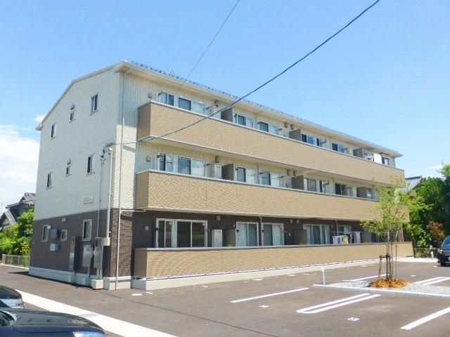 長野県長野市、朝陽駅徒歩16分の築2年 3階建の賃貸アパート