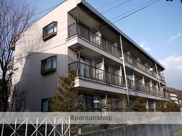 長野県茅野市、茅野駅バス12分長倉下車後徒歩1分の築17年 3階建の賃貸アパート
