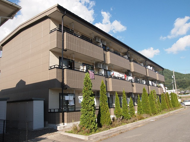 長野県茅野市、茅野駅徒歩30分の築15年 3階建の賃貸マンション