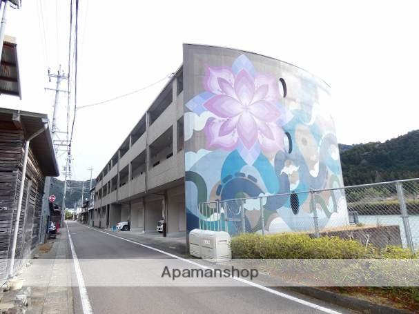 岐阜県下呂市、飛騨金山駅徒歩10分の築18年 3階建の賃貸マンション