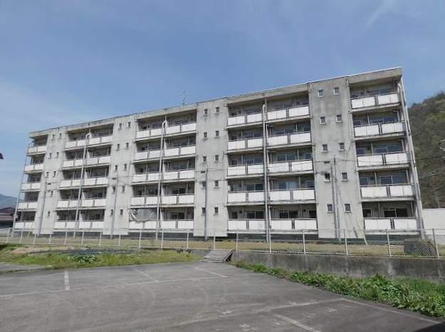 岐阜県飛騨市、杉崎駅徒歩6分の築45年 5階建の賃貸マンション