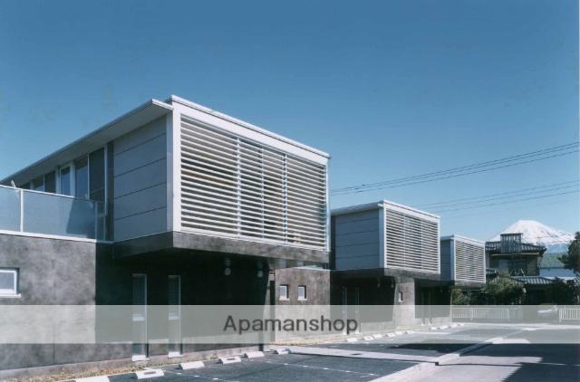 静岡県富士市、竪堀駅徒歩12分の築17年 2階建の賃貸テラスハウス