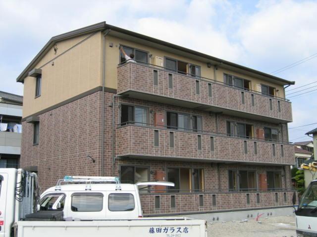 静岡県三島市、三島駅徒歩16分の築10年 3階建の賃貸アパート