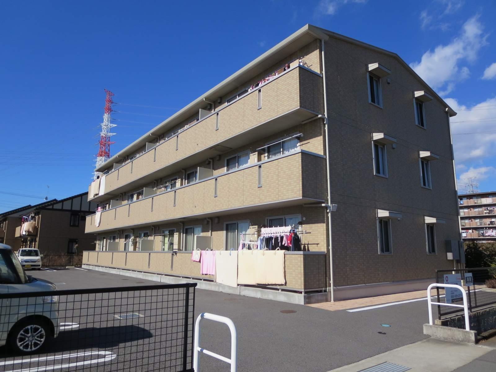 静岡県駿東郡長泉町、三島駅徒歩24分の築8年 3階建の賃貸アパート