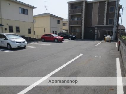 コンフォート石坂[1LDK/45.69m2]の駐車場