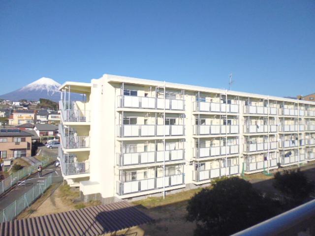 静岡県富士市、本吉原駅徒歩42分の築50年 4階建の賃貸マンション