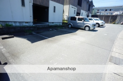 LapisLazuliC[1R/30.85m2]の駐車場