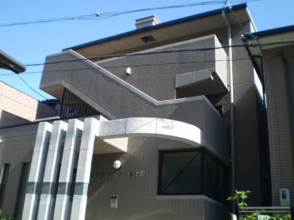 愛知県名古屋市千種区、星ヶ丘駅徒歩2分の築17年 3階建の賃貸マンション