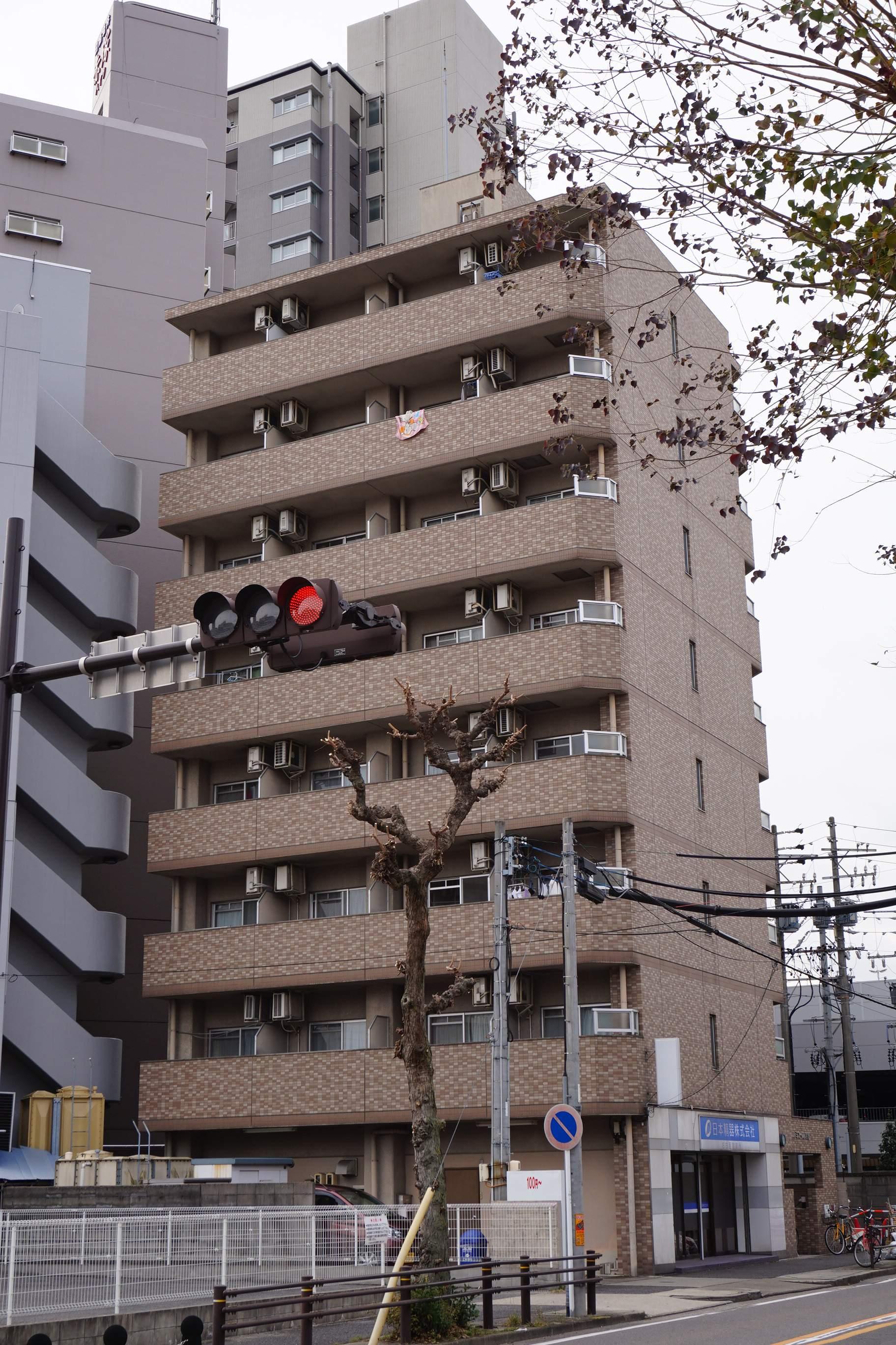 愛知県名古屋市東区、清水駅徒歩15分の築22年 8階建の賃貸マンション