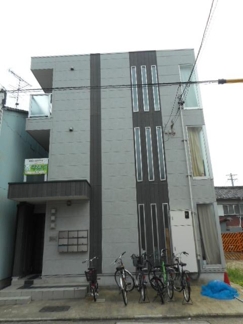 愛知県名古屋市昭和区、吹上駅徒歩4分の築9年 3階建の賃貸アパート