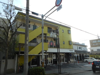 愛知県名古屋市千種区、本山駅徒歩13分の築32年 3階建の賃貸アパート