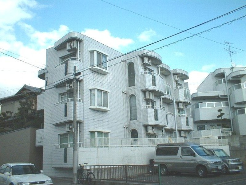 愛知県名古屋市昭和区、八事日赤駅徒歩16分の築30年 3階建の賃貸マンション