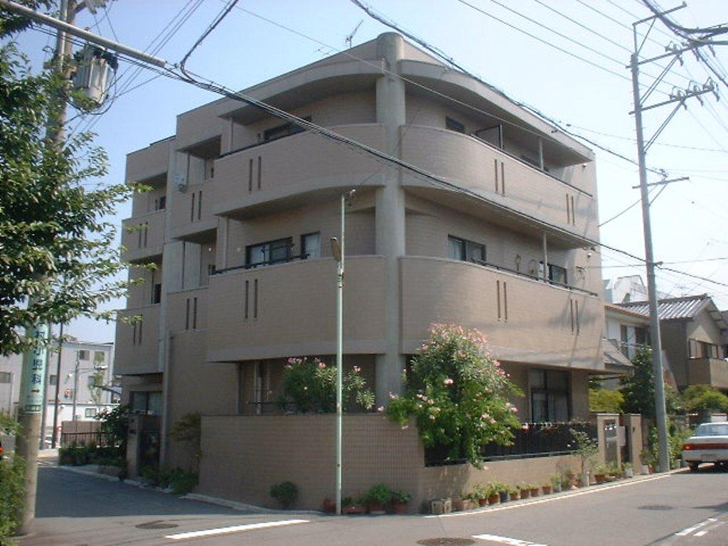 愛知県名古屋市千種区、覚王山駅徒歩13分の築23年 3階建の賃貸マンション