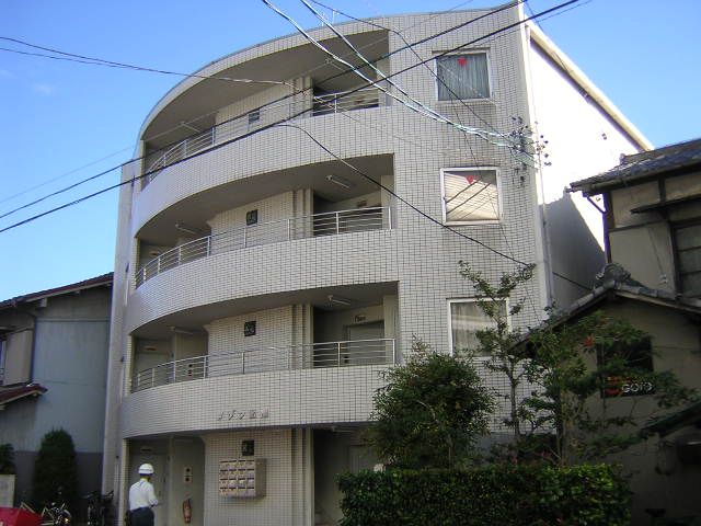 愛知県名古屋市北区、志賀本通駅徒歩15分の築27年 4階建の賃貸マンション