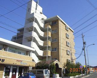 愛知県名古屋市北区、味鋺駅徒歩12分の築27年 6階建の賃貸マンション