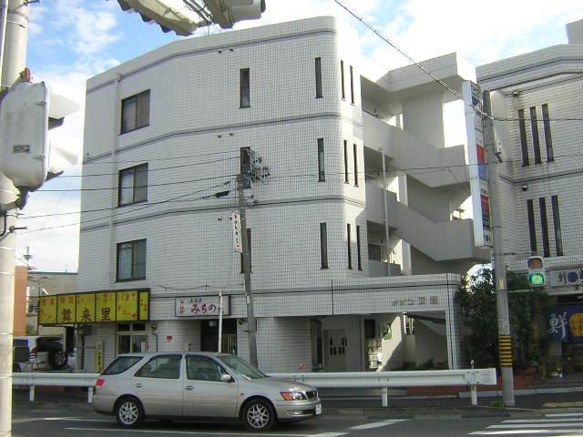 愛知県名古屋市北区、庄内通駅徒歩15分の築27年 4階建の賃貸マンション