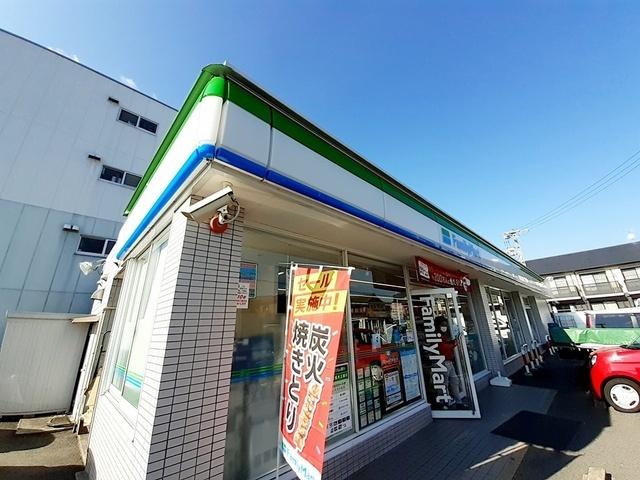コメダ珈琲店 850m
