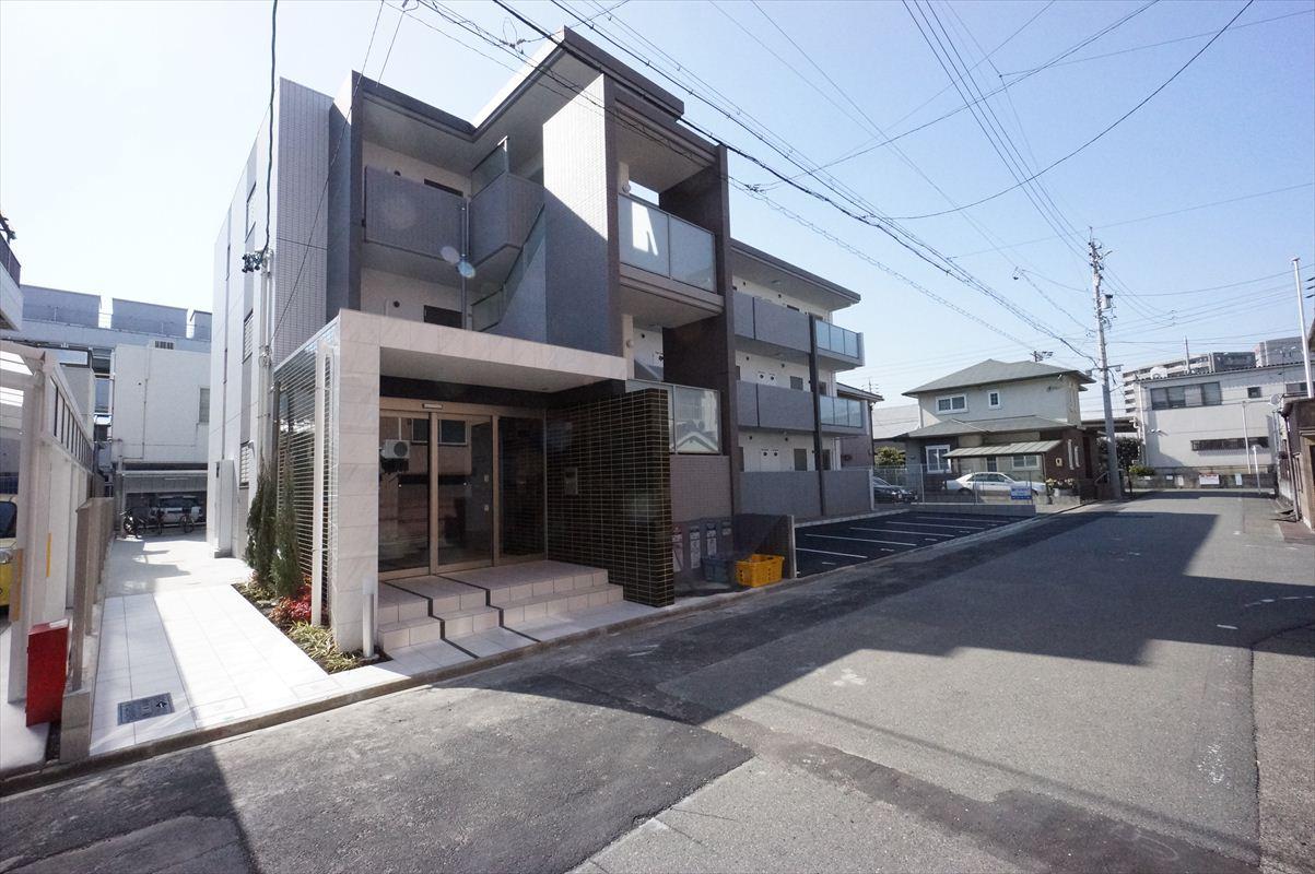 愛知県名古屋市中川区、山王駅徒歩10分の築2年 3階建の賃貸マンション