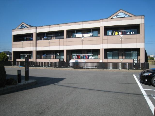 三重県松阪市の築10年 2階建の賃貸アパート