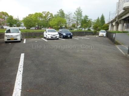 滋賀県大津市山上町[1K/26.8m2]の駐車場