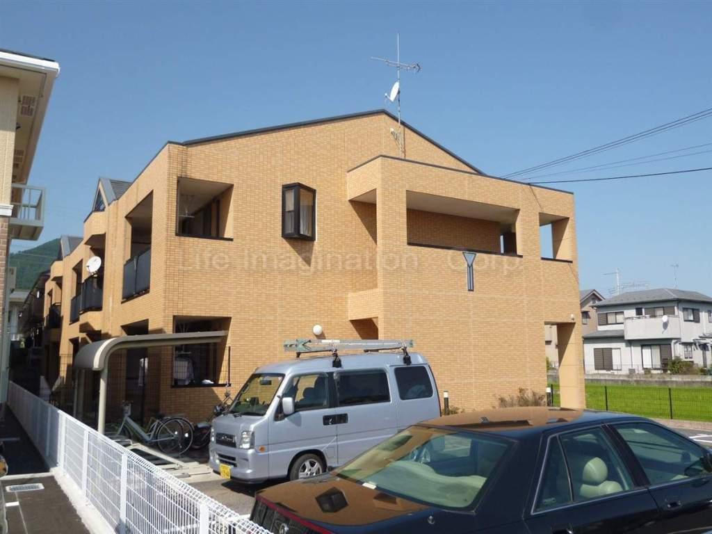 滋賀県大津市、比叡山坂本駅徒歩10分の築11年 2階建の賃貸マンション