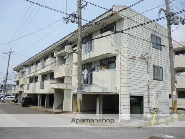 滋賀県長浜市、坂田駅徒歩75分の築26年 3階建の賃貸アパート
