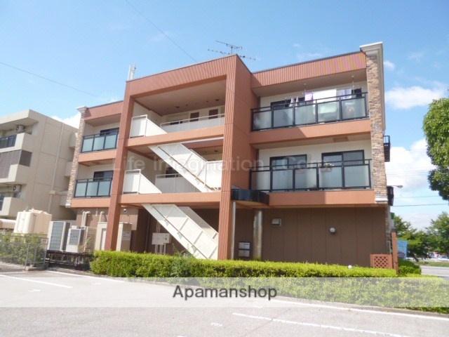 滋賀県長浜市、坂田駅徒歩61分の築21年 3階建の賃貸アパート