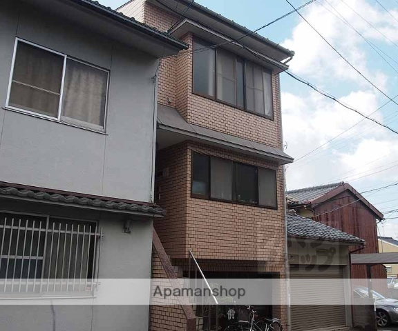 京都府京都市東山区、京都駅徒歩20分の築26年 3階建の賃貸アパート