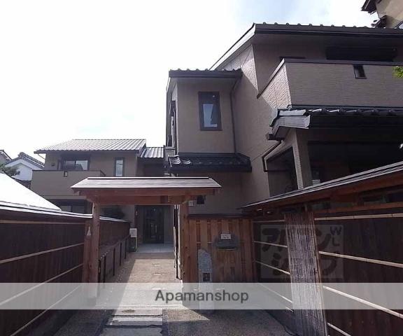 京都府京都市中京区、神宮丸太町駅徒歩14分の築4年 2階建の賃貸アパート