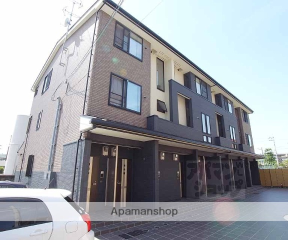 京都府京都市伏見区、六地蔵駅徒歩13分の築2年 3階建の賃貸アパート