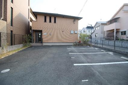 京都府京田辺市田辺深田[1K/26.71m2]の駐車場