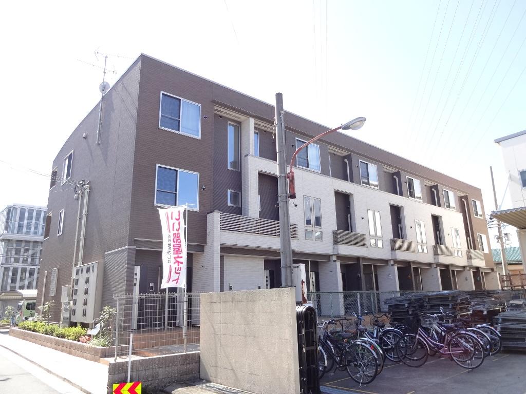 大阪府東大阪市、高井田中央駅徒歩25分の築3年 3階建の賃貸アパート