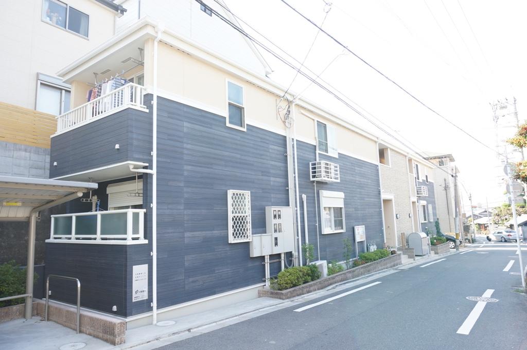 大阪府東大阪市、枚岡駅徒歩13分の築6年 2階建の賃貸アパート