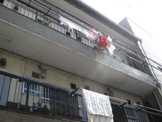大阪府東大阪市、JR長瀬駅徒歩14分の築43年 3階建の賃貸マンション