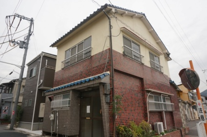 大阪府四條畷市、忍ケ丘駅徒歩23分の築51年 2階建の賃貸一戸建て