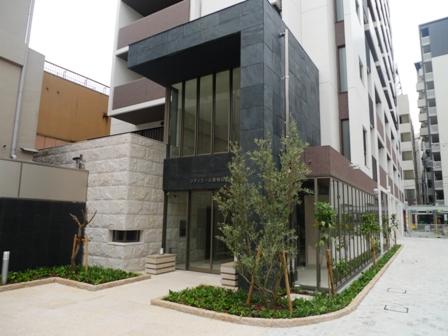 大阪府大阪市北区、梅田駅徒歩3分の築7年 13階建の賃貸マンション