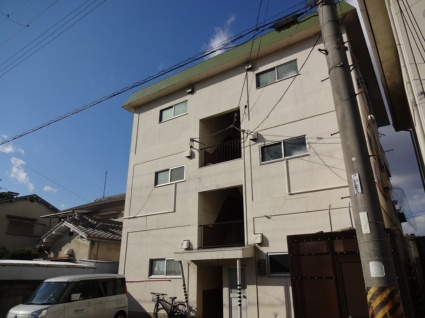 大阪府松原市、河内松原駅徒歩23分の築40年 3階建の賃貸マンション