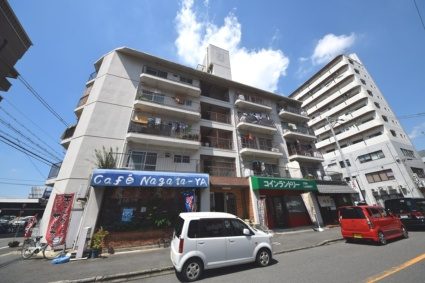 大阪府東大阪市、八戸ノ里駅徒歩22分の築37年 5階建の賃貸マンション