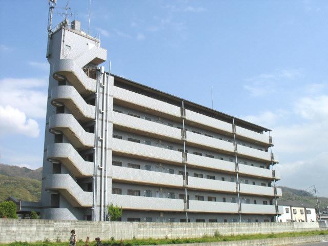 大阪府八尾市、高安駅徒歩15分の築22年 6階建の賃貸マンション