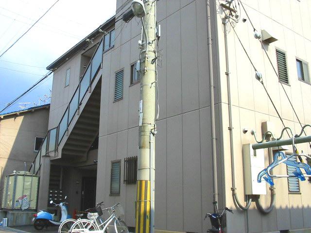 大阪府柏原市、柏原駅徒歩8分の築16年 3階建の賃貸マンション