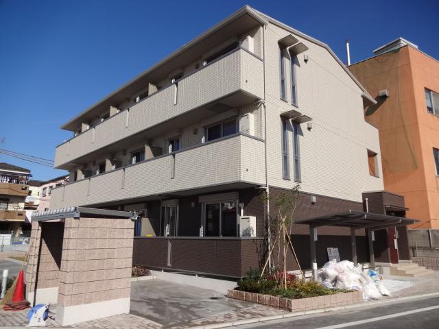 大阪府門真市、古川橋駅徒歩8分の築3年 3階建の賃貸アパート