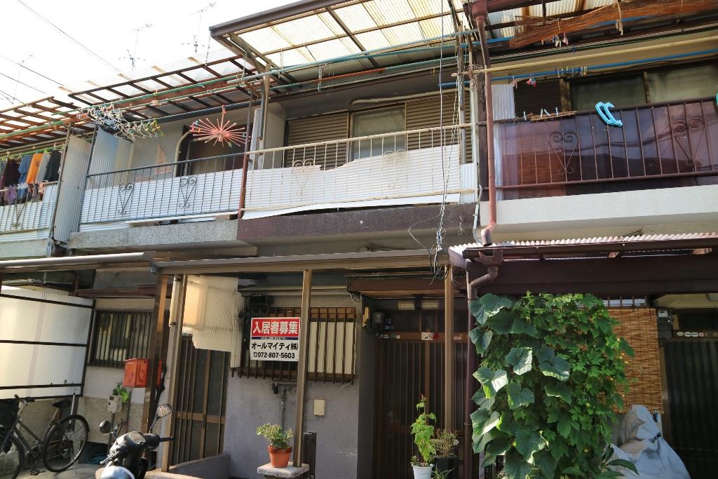 大阪府大東市、四条畷駅徒歩11分の築48年 2階建の賃貸一戸建て