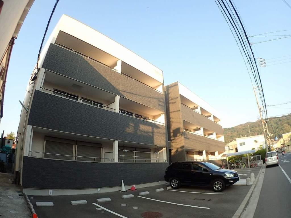 大阪府東大阪市、野崎駅徒歩36分の築3年 3階建の賃貸アパート