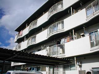 大阪府大東市、野崎駅徒歩27分の築33年 4階建の賃貸マンション