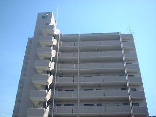 大阪府大東市、野崎駅徒歩28分の築17年 9階建の賃貸マンション
